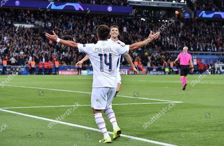 Thomas Meunier of Paris Saint-Germain celebrates scoring the 3rd goal 3-0 with Juan Bernat