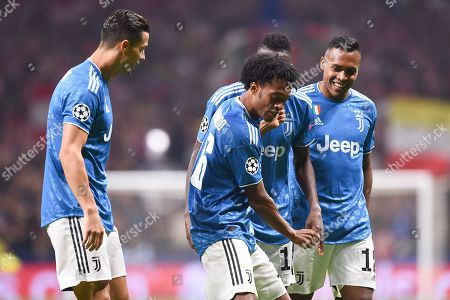 Juan Cuadrado of Juventus celebrates his goal with his teammates