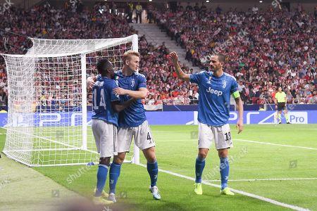 Blaise Matuidi of Juventus celebrates his goal with his teammates Matthijs de Ligt and Leonardo Bonucci of Juventus