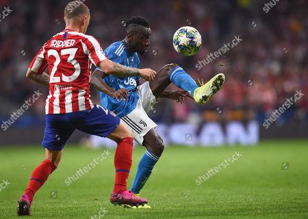 Blaise Matuidi of Juventus controls the ball