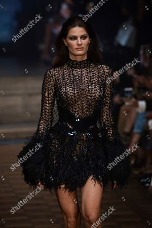 Isabeli Fontana wears a creation by Julien Macdonald at the Spring/Summer 2020 fashion week runway show in London