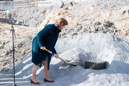 Queen Silvia starts hospital construction, Stockholm
