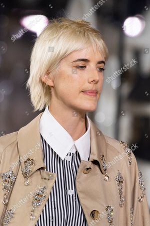 Agyness Deyn on the catwalk, fashion detail