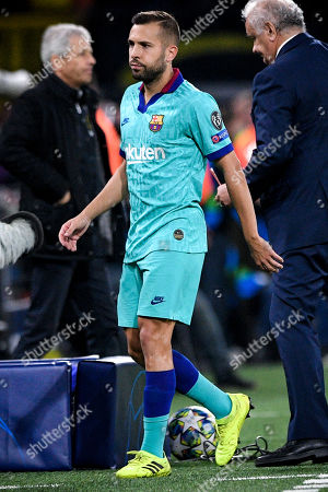 Barcelona's Jordi Alba leaves the pitch after picking up an injury during the UEFA Champions League group F soccer match between Borussia Dortmund and FC Barcelona in Dortmund, Germany, 17 September 2019.