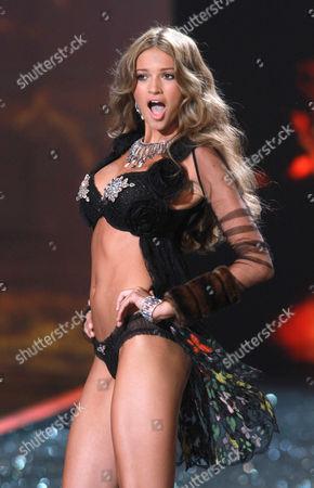 Kylie Bisutti on the catwalk