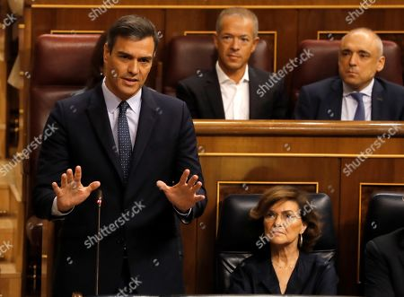 Spanish acting Prime Minister, Pedro Sanchez (L), delivers a speech next to acting deputy Prime Minister, Carmen Calvo (R), during the last question time session at Parliament before elections, in Madrid, Spain, 18 September 2019. The country will be holding elections for a second time in a year on 10 November 2019, after Sanchez failed to form a government.