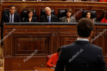(L-R) Spanish acting Prime Minister Pedro Sanchez, acting deputy Prime Minister Carmen Calvo, Spanish Foreign Minister Josep Borrell, Justice Minister Dolores Delgado and Defense Minister Margarita Robles listen to leader of Spanish People's Party (PP), Pablo Casado (back to camera) during the last question time session at Parliament before elections, in Madrid, Spain, 18 September 2019. The country will be holding elections for a second time in a year on 10 November 2019, after Sanchez failed to form a government.