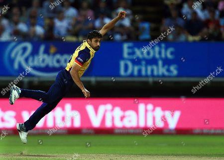 Ravi Bopara of Essex Eagles bowling