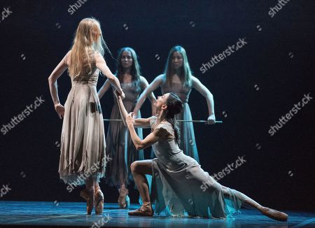 Stina Quagebeur as Myrtha, Tamara Rojo as Giselle