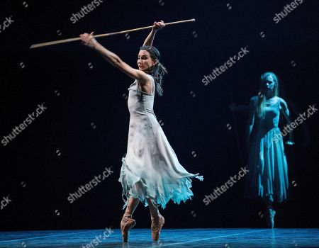 Tamara Rojo as Giselle, Stina Quagebeur as Myrtha,