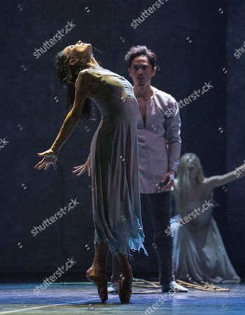 Tamara Rojo as Giselle, Jeffrey Cirio as Hilarion, Stina Quagebeur as Myrtha