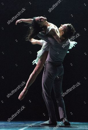 Tamara Rojo as Giselle, James Streeter as Albrecht