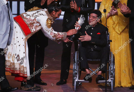 Ranveer Singh, Jagdeep. Bollywood actor Ranveer Singh, left, gives Life time Achievement award to actor Jagdeep during the 20th International Indian Film Academy (IIFA) awards ceremony in Mumbai, India