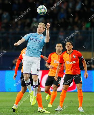 Kevin De Bruyne (L) of Manchester in action against Taison (R) of Shakhtar during the UEFA Champions League group C soccer match between Shakhtar Donetsk and Manchester City in Kharkiv, Ukraine, 18 September 2019.