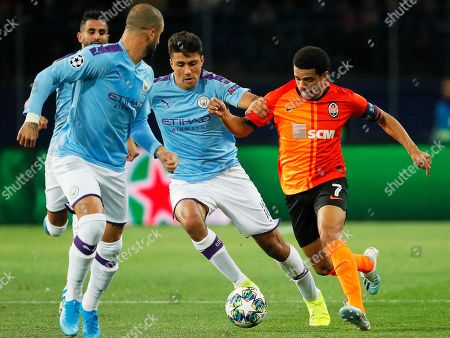 Rodri (C) of Manchester in action against Taison (R) of Shakhtar during the UEFA Champions League group C soccer match between Shakhtar Donetsk and Manchester City in Kharkiv, Ukraine, 18 September 2019.