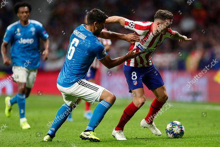 Atletico Madrid's Saul fights for the ball against Juventus' Sami Khedira during the Champions League Group D soccer match between Atletico Madrid and Juventus at Wanda Metropolitano stadium in Madrid, Spain