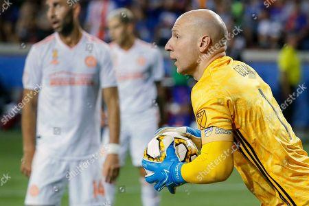 Atlanta United goalkeeper Brad Guzan makes a save in the second half of an MLS soccer match against FC Cincinnati, in Cincinnati