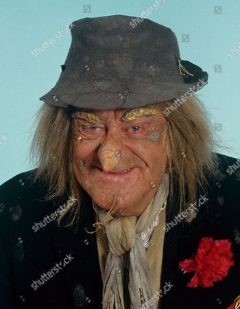 'Worzel Gummidge'   Children's TV Jon Pertwee who plays Worzel Gummidge