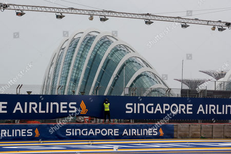 A worker sets up a sponsor's banner at the Marina Bay Circuit ahead of the Singapore Formula One Grand Prix night race in Singapore, 19 September 2019.The Singapore Formula One Grand Prix night race will take place on 22 September 2019.