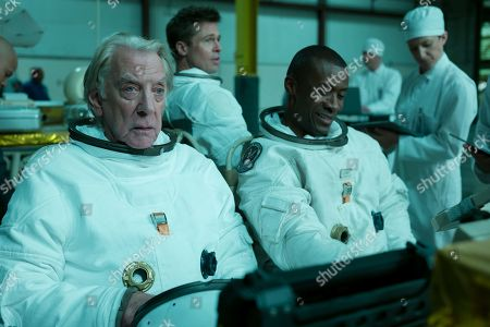 Stock Picture of Donald Sutherland as Colonel Pruitt, Brad Pitt as Roy McBride and Sean Blakemore as Willy Levant