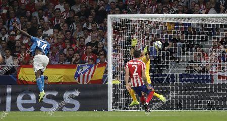 Blaise Matuidi of Juventus shoots to score