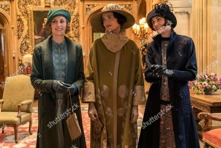 Laura Carmichael as Lady Hexham, Elizabeth McGovern as Lady Grantham and Michelle Dockery as Lady Mary Talbot