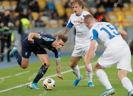 Arnor Ingvi Traustason (L) of Malmo and Artem Shabanov (C) of Dynamo in action during the UEFA Europa League group B soccer match between FC Dynamo Kyiv and Malmo FF in Kiev, Ukraine, 19 September 2019.