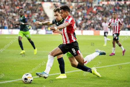 Donyell Malen (R) of PSV duels with Sebastian Coates. of Sporting CP during the UEFA Europa League group stage match PSV against Sporting CP in Eindhoven, the Netherlands, 19 September 2019.