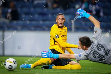 FC Porto's goal-keeper Agustin Marchesin (R) in action against Young Boys Guillaume Hoarau during their UEFA Europa League Group G soccer match at Dragao stadium, Porto, Portugal, 19 September 2019.