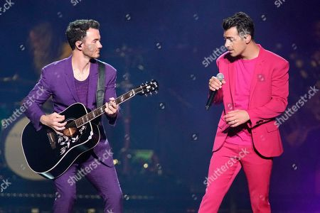 """Kevin Jonas, Joe Jonas. Kevin Jonas, left, and Joe Jonas, of The Jonas Brothers, perform during their """"Happiness Begins Tour"""" at the United Center, in Chicago"""