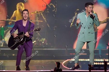 """Nick Jonas, Kevin Jonas. Kevin Jonas, left, and Nick Jonas, of The Jonas Brothers, perform during their """"Happiness Begins Tour"""" at the United Center, in Chicago"""