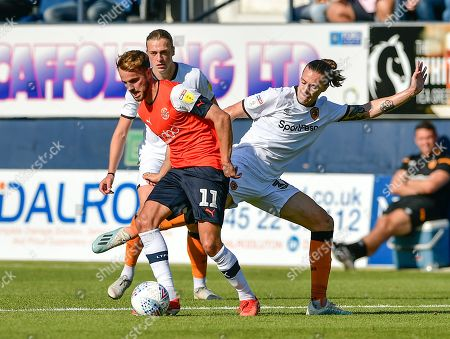 Jackson Irvine of Hull City tackling for the ball on AndrewÊShinnie of Luton Town