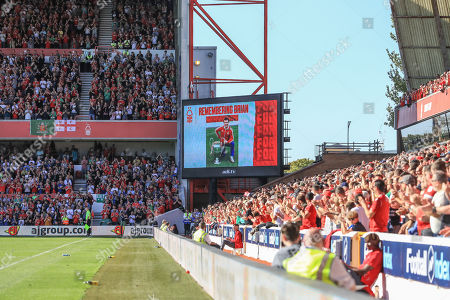 21st September 2019, City Ground, Nottingham, England; Sky Bet Championship Football, Nottingham Forest vs Barnsley ; Nottingham and Barnsley fans applaud remembering Brian Clough Credit   Mark Cosgrove/News Images English Football League images are subject to DataCo Licence