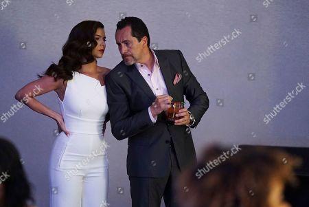 Roselyn Sanchez as Gigi Mendoza and Demian Bichir as Santiago Mendoza