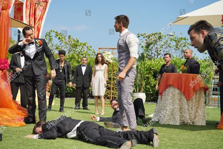 Demian Bichir as Santiago Mendoza, Denyse Tontz as Alicia Mendoza, Lincoln Younes as Danny Garibaldi and Jencarlos Canela as El Rey
