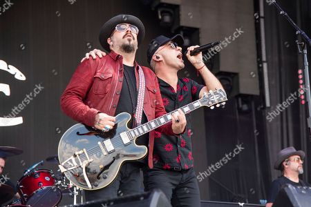 Chad Taylor, Ed Kowalczyk. Chad Taylor, left, and Ed Kowalczyk of Live performs at Bourbon and Beyond Music Festival at Kentucky Exposition Center, in Louisville, Ky