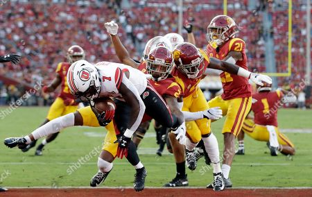 Utah running back Devonta'e Henry-Cole (7) runs in for a touchdown against Southern California during the first half of an NCAA college football game, in Los Angeles