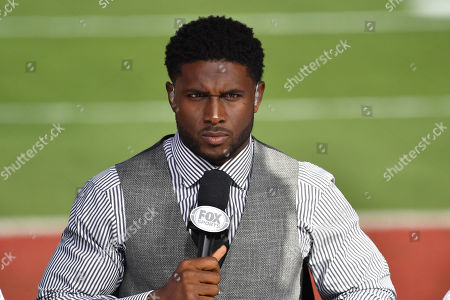 Los Angeles, CA.Former USC Trojans running back Reggie Bush on the set of Fox Sports 1 CFB on location on the field at USC before the NCAA Football game between the USC Trojans and the Utah Utes at the Coliseum in Los Angeles, California..Mandatory Photo Credit : Louis Lopez/CSM