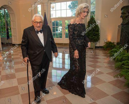 Former United States Secretary of State Henry Kissinger and Nancy Kissinger arrive for the State Dinner