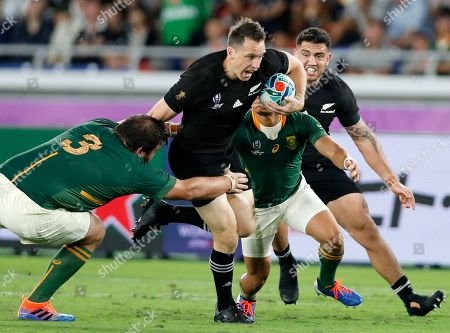 Ben Smith (C) of New Zealand evades a tackle by Frans Malherbe (L) of South Africa during the Rugby World Cup 2019 between New Zealand and South Africa in Yokohama, south of Tokyo, Japan, 21 September 2019.