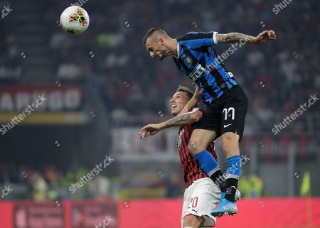 Inter Milan's Marcelo Brozovic, right, vies for the ball with AC Milan's Lucas Biglia during a Serie A soccer match between AC Milan and Inter Milan, at the San Siro stadium in Milan, Italy, Saturday, Sept.21, 2019