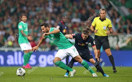 21.09.2019, Football 1. Bundesliga 2019/2020, 5.  match day, Werder Bremen - RB Leipzig, Weserstadium Bremen. (L-R) Claudio Pizarro (Werder Bremen)  -  Marcel Sabitzer (RB Leipzig)