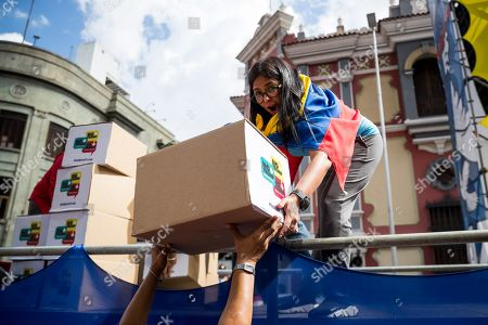 Venezuelan Vice President Delcy Rodriguez receives a box containning signitures during a march to deliver a petition with 13 million signatures denouncing the US blockade on Venezuelan state goods to her office prior to Rodriguez' attendance of the United Nations General Assembly, in Caracas, Venezuela, 21 September 2019. Vice President Delcy Rodriguez said that she will denounce the alleged connection of the head of the National Assembly Juan Guaido with the Colombian criminal group 'Los Rastrojos' to the United Nations, where she will also carry more than petition with 13 million signatures.