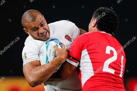 Jonathan Joseph (L) of England in action against Leon Fukofuka (R) of Tonga during the the Rugby World Cup match between England and Tonga in Sapporo, Japan, 22 September 2019.