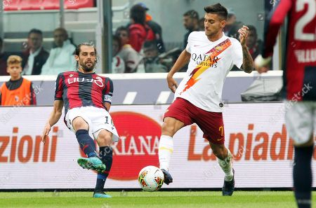 Bologna's Andrea Poli (L) in action against Roma's Lorenzo Pellegrini (R) during the Italian Serie A soccer match between Bologna FC and AS Roma in Bologna, Italy, 22 September 2019.