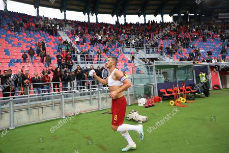 Roma's Edin Dzeko celebrates after the Italian Serie A soccer match between Bologna FC and AS Roma in Bologna, Italy, 22 September 2019.
