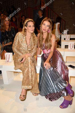Clizia Incorvaia and Laura Chiatti in the front row