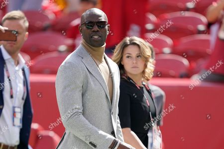 Former San Francisco 49ers wide receiver Terrell Owens walks on the field before an NFL football game between the 49ers and the Pittsburgh Steelers in Santa Clara, Calif