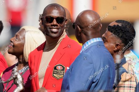 Former San Francisco 49ers wide receivers Terrell Owens, center left, and Jerry Rice, center right, talk during a ceremony honoring Owens' induction into the team's during Hall of Fame halftime of an NFL football game between the 49ers and the Pittsburgh Steelers in Santa Clara, Calif
