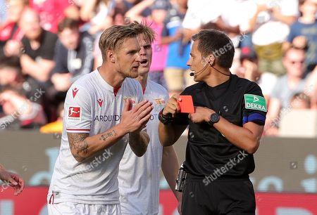 referee Referee Robert Hartmann   VAR red card fuer Sebastian Polter    / Sport / Football / DFL Bundesliga  /  2019/2020 / 21.09.2019 / Bayer Leverkusen vs. 1.FC Union Berlin FCU / DFL regulations prohibit any use of photographs as image sequences and/or quasi-video. /
